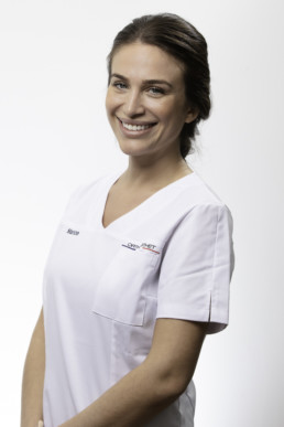 portrait corporate d'une assistante dentaire